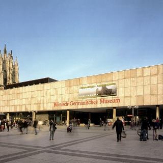 Römisch-Germanisches Museum auf dem Roncalliplatz