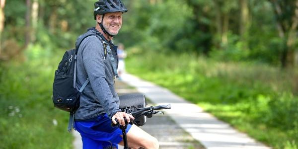 Radfahrer auf dem Elberadweg bei Steckby