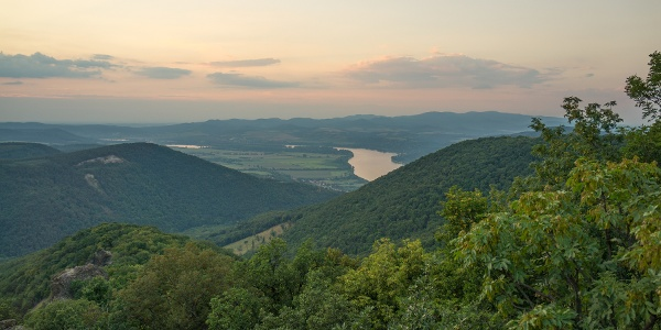 Das Donauknie von den Vadálló-Steinen