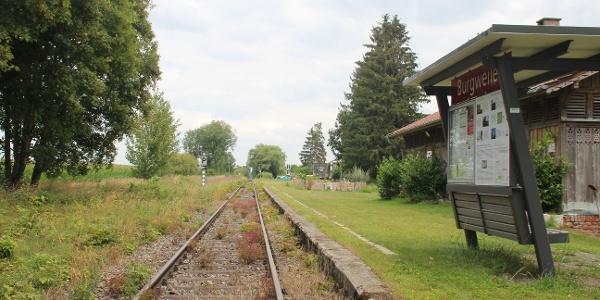 Ziel der Wanderung und Start der Weiterreise mit der schönen Räuberbahn vom Burgweiler Räuberbahn-Bahnsteig