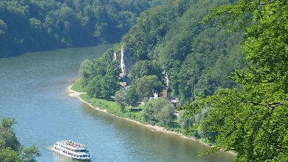 Schifffahrt auf der Donau zwischen Kelheim und dem Kloster Weltenburg