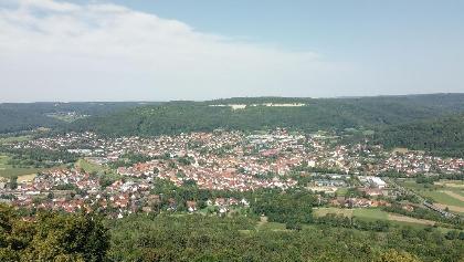 Der Blick von der Wallerwarte auf Ebermannstadt.