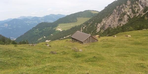 Wir nähern uns der idyllischen Alpe auf 1566 m.