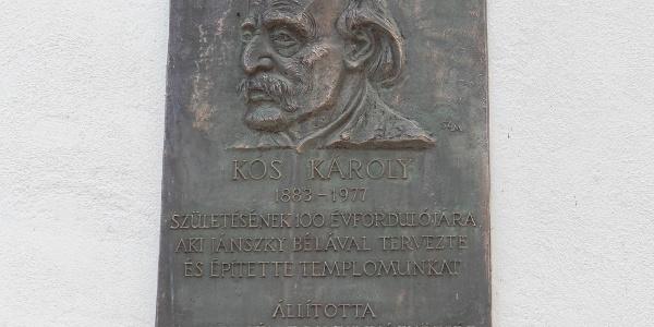 Kós Károly emlékműve a Havas Boldogasszony plébániatemplom falán