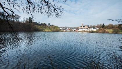 Ulmener Maar und Burg_Vulkaneifel-Pfad: Maare-und-Thermen-Pfad