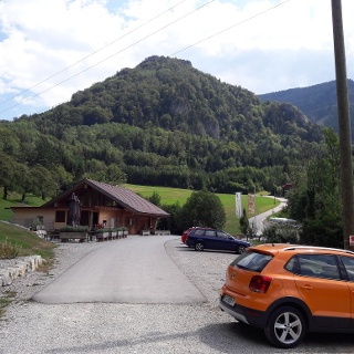 Parkplatz ~460 m mit Infohütte und Parkautomat