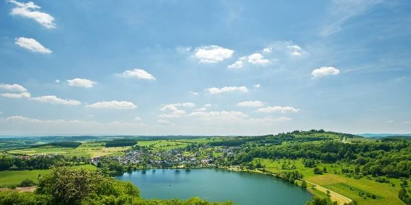 Blick auf das Schalkenmehrener Maar_Vulkaneifel-Pfad: Vulcano-Pfad Schleife West