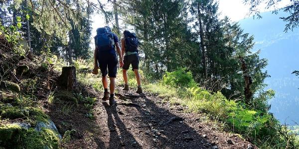 Aufstieg durch den Wald kurz nach Rabius.