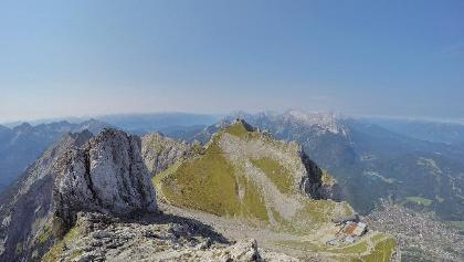 """Blick über die """"Karwendelgrube"""" zur Nördlichen Linderspitze"""
