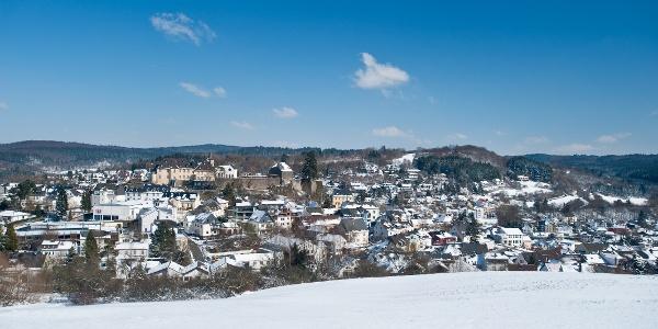 Blick auf Daun im Winter_Vulkaneifel-Pfad: Vulkangipfel-Pfad_Etappe 2