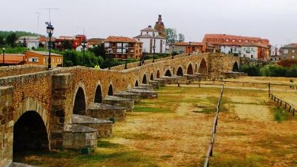 Puente Orbigo vom Westufer aus