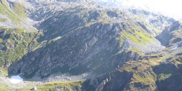 Blick vom Steinbockweg auf Capanna Scaletta