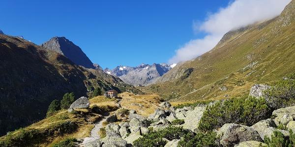 Nach der ersten Steilstufe - Alpeinalm und Franz-Senn Hütte