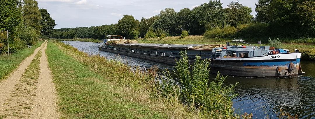 Flußschiffer auf dem Elbe Seitenkanal