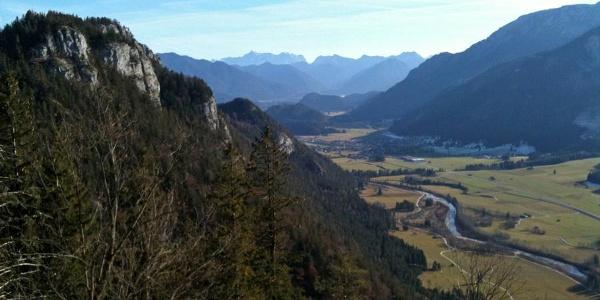 Panoramablilck vom Maximiliansweg ins Pfrontener Tal