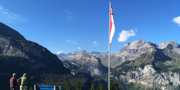 Near the Lager-Oeschinensee signpost at the start of the walk.