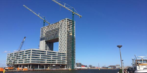 Pontsteigergebouw in aanbouw