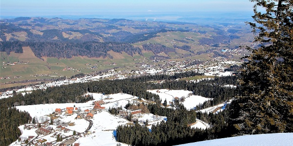 Panorama von der First auf Heiligkreuz und ins Tal