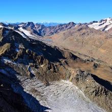 Südwestblick vom Gipfel über den restlichen Kreuzkamm