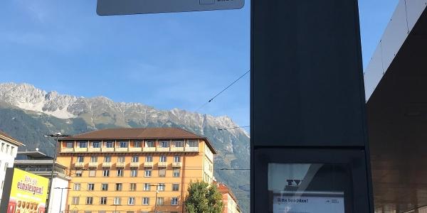 Bussteig A in Innsbruck am Hauptbahnhof - Bus nach Mieders