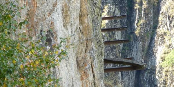 Alte Wasserleitung - Wanderung von der Riederalp über die Knebelbrücke nach Blatten