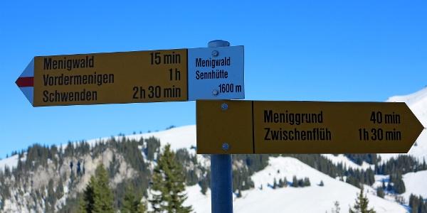 Wegweiser Menigwald Sennhütte.