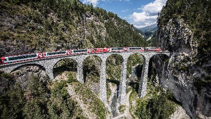 Glacier Express im Albulatal