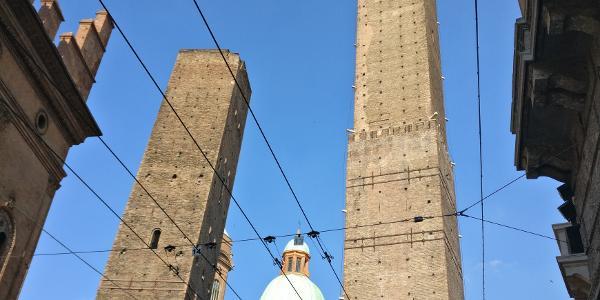 Bologna - Le due Torri: Garisenda e degli Asinelli
