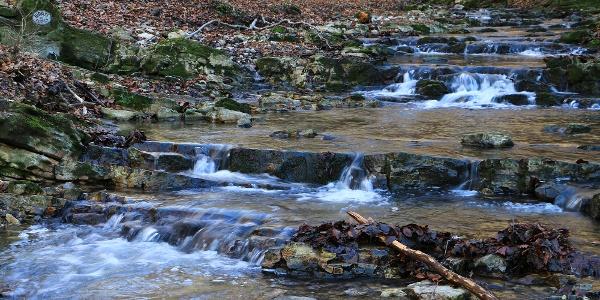 Kisebb vízesések, zúgók a Hidasi-forrásnál