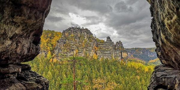Aussicht aus der großen Klufthöhle des Hinteren Raubschlosses