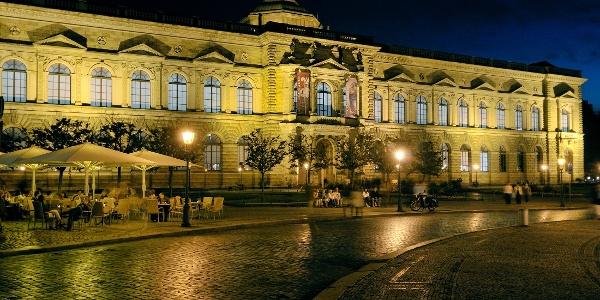 Die Gemäldegalerie Alte Meister im Semperbau Zwinger Dresden