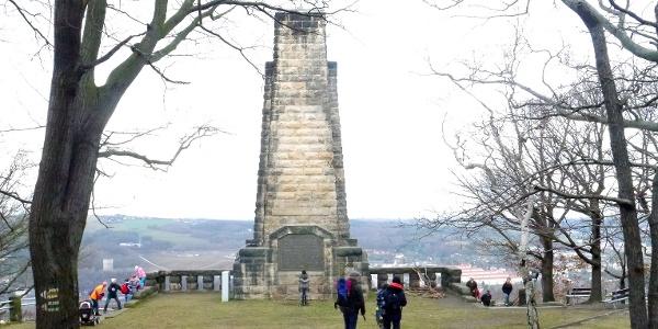 Blick vom Windberg zum König-Albert-Denkmal