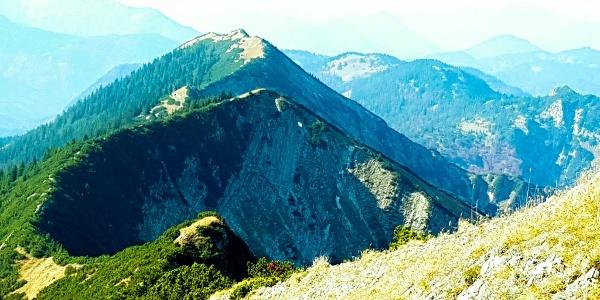 Halserspitzgipfel Blick zum Blaubergkopf und Blauberggrad