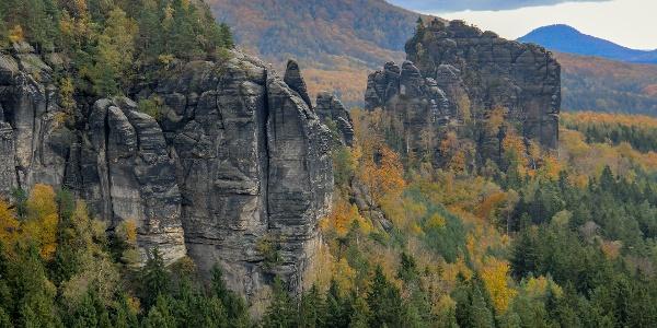 Blick von der Breite-Kluft-Aussicht auf den Rauschenstein