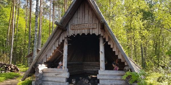Lehtosenjärven laavu, Hirvaan kierros, Perho