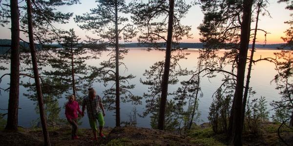 Karkalin luonnonpuisto ja tyyni Lohjanjärvi