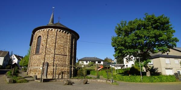 Dorfplatz an der Schutzengelkapelle Herresbach