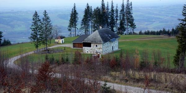 Abstieg nordseitig zur Kapelle
