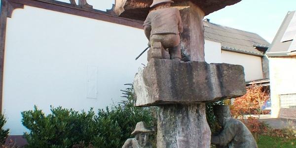 Startpunkt: Bergbaubrunnen in Monzelfeld