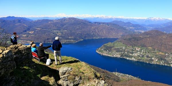 Blick vom Monte San Giorgio auf den Lago di Lugano.