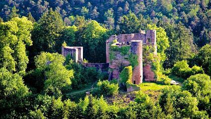 Burgruine Neudahn liegt an mehreren Premiumwegen des Dahner Felsenlandes