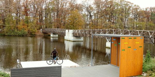 Stég, híd, bringás pihenő