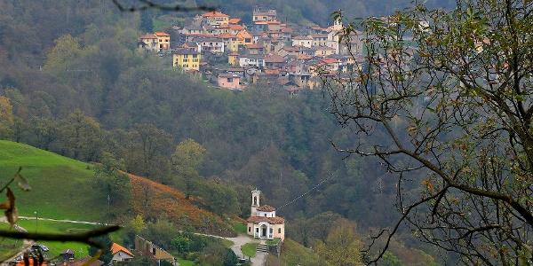 Vezio und Mugena am Fusse des Monte Lema.