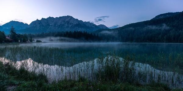 Lautersee am frühen Morgen mit Nebelschwaden