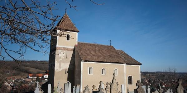 A mecseknádasdi Árpád-kori templomtól indulunk túránkra