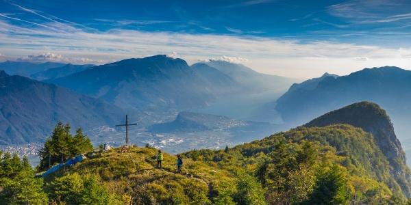 Panorama dalla cime del Biaina sul lago di Garda / Garda Trentino