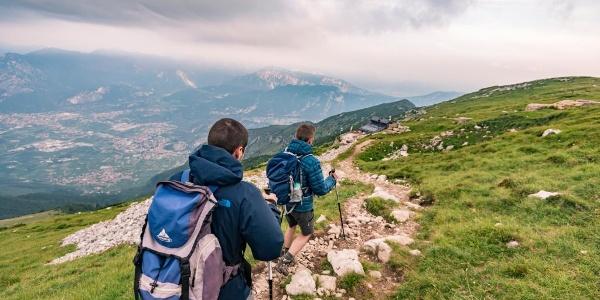 Scendendo dalla cima del Monte Stivo verso il rifugio