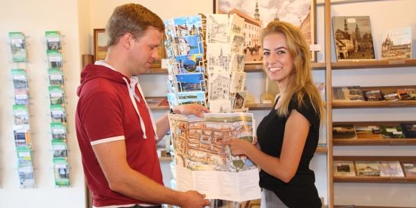 Persönliche Beratung im TouristService Pirna
