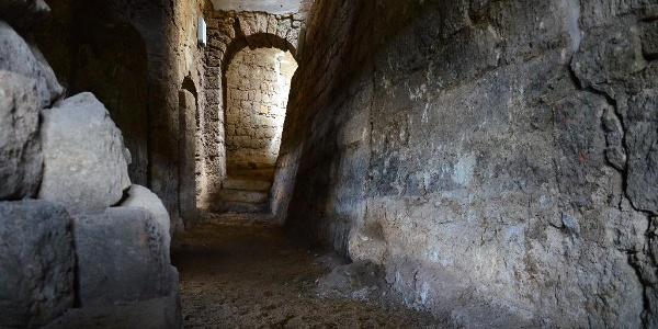 Dunkel und geheimnisvoll sind die Bastionen der Festung Sonnenstein