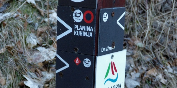 There are two trails leading to the first destination - Bes Chapel and the Planica Mountain pasture
